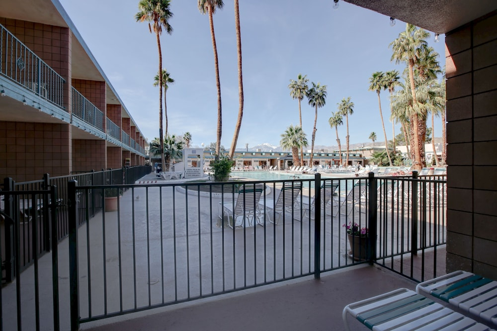Property Grounds, Desert Hot Springs Spa Hotel