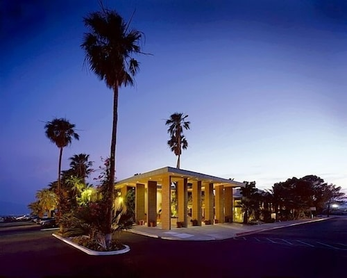 Front of Property - Evening/Night, Desert Hot Springs Spa Hotel