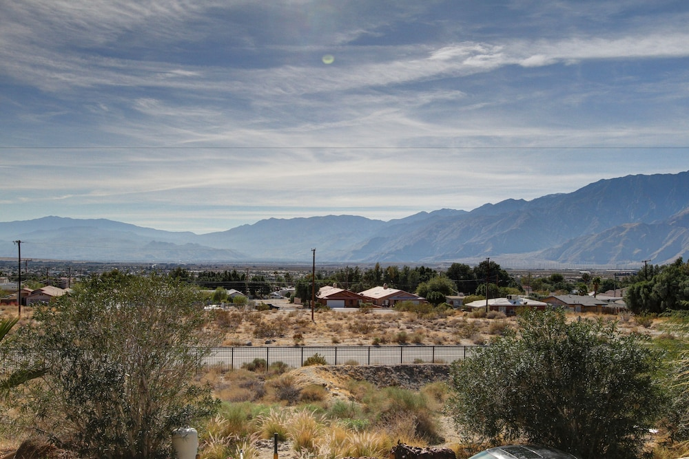 Mountain View, Desert Hot Springs Spa Hotel