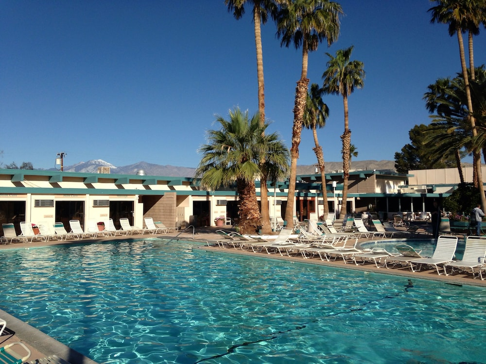 Outdoor Pool, Desert Hot Springs Spa Hotel