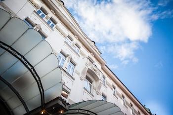 Miklošičeva 1, 1000 Ljubljana, Slovenia.
