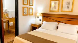 2 bedrooms, down comforters, minibar, in-room safe