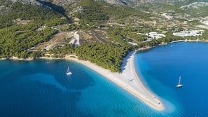 Beach nearby, white sand, scuba diving, snorkelling