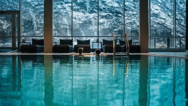 Een binnenzwembad, 2 buitenzwembaden
