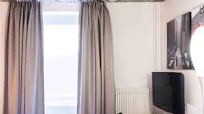 책상, 노트북 작업 공간, 암막 커튼, 방음 설비