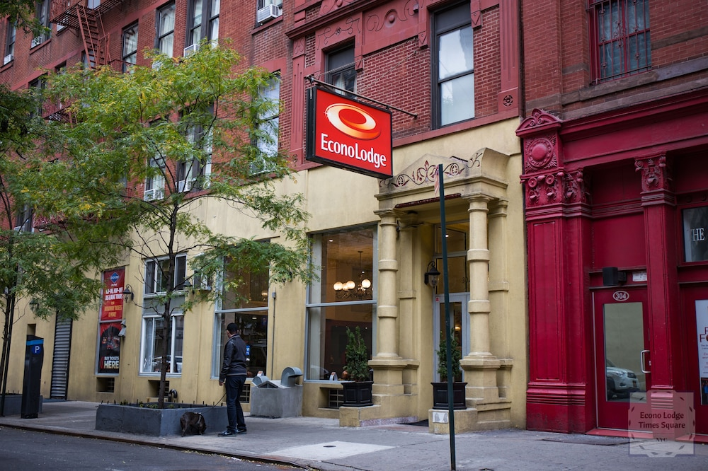 Econo Lodge Times Square: 2018 Room Prices $142, Deals & Reviews ...