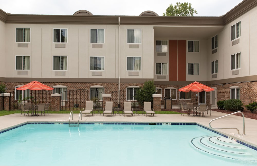 Pool, Holiday Inn Express Hotel & Suites Cherokee / Casino