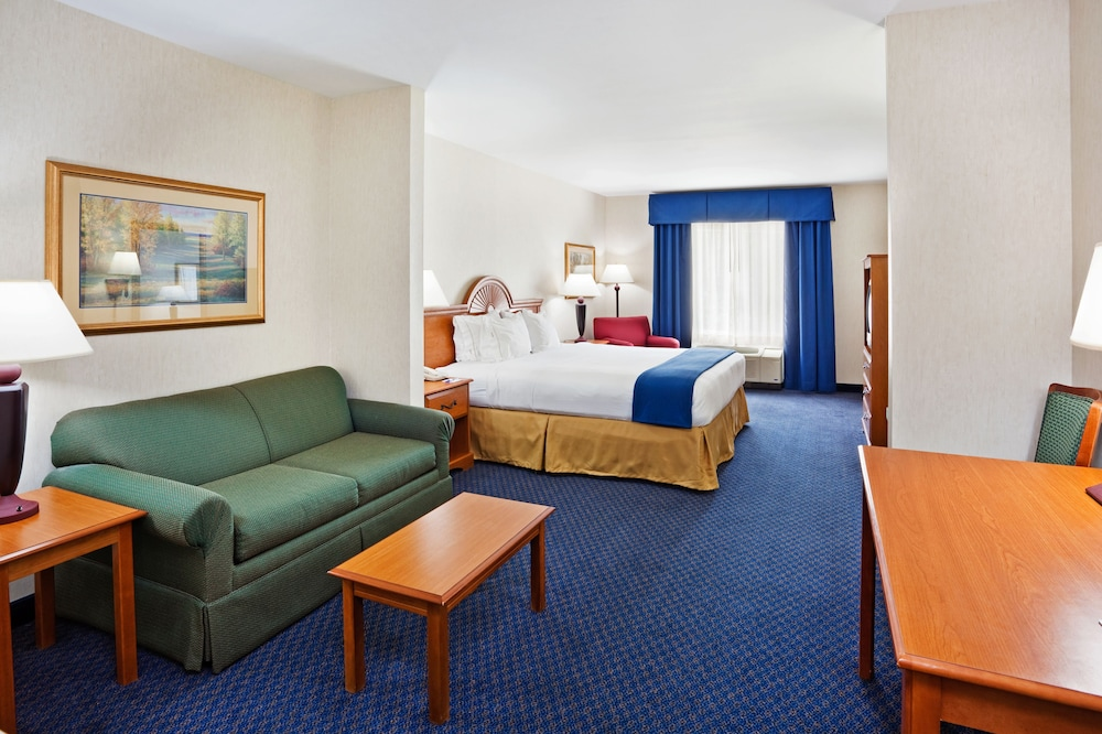 Room, Holiday Inn Express Hotel & Suites Cherokee / Casino