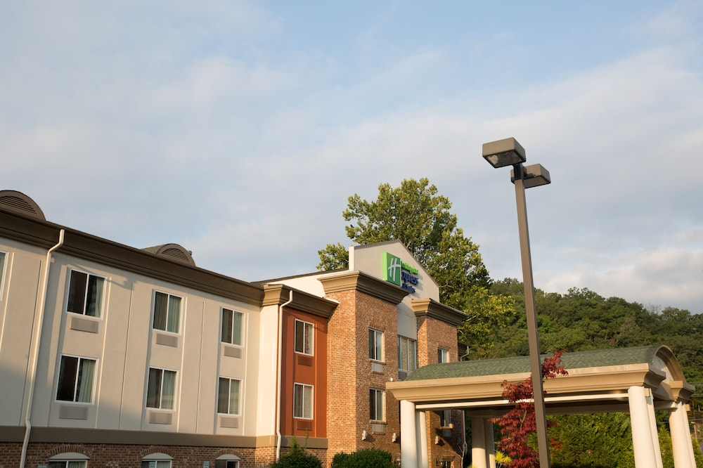 Rooftop terrace, Holiday Inn Express Hotel & Suites Cherokee / Casino