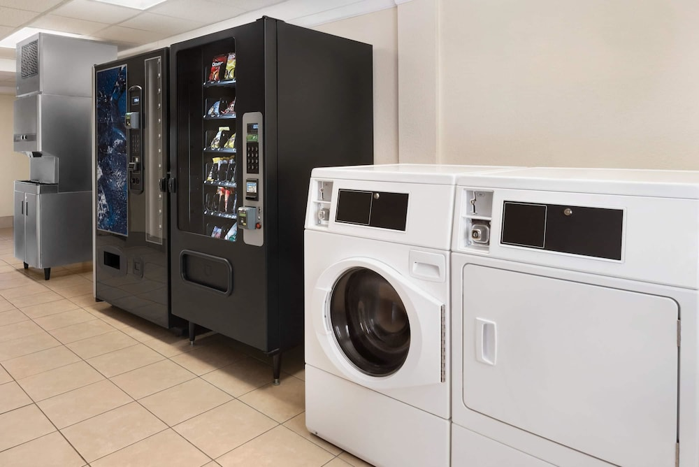 Laundry Room, Super 8 by Wyndham Des Moines