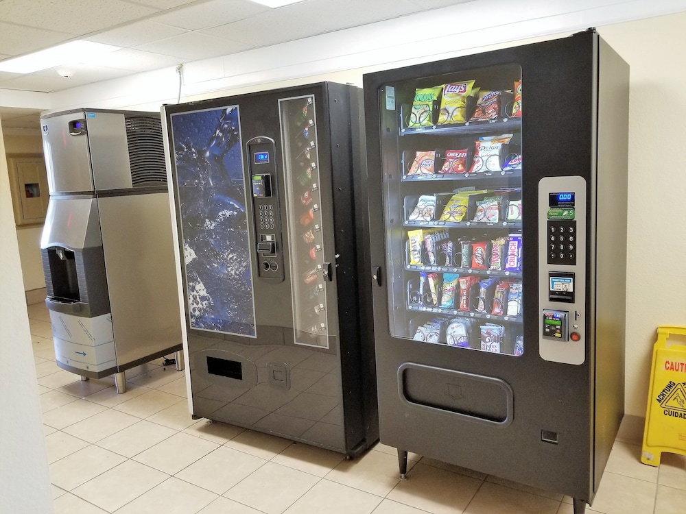 Vending Machine, Super 8 by Wyndham Des Moines
