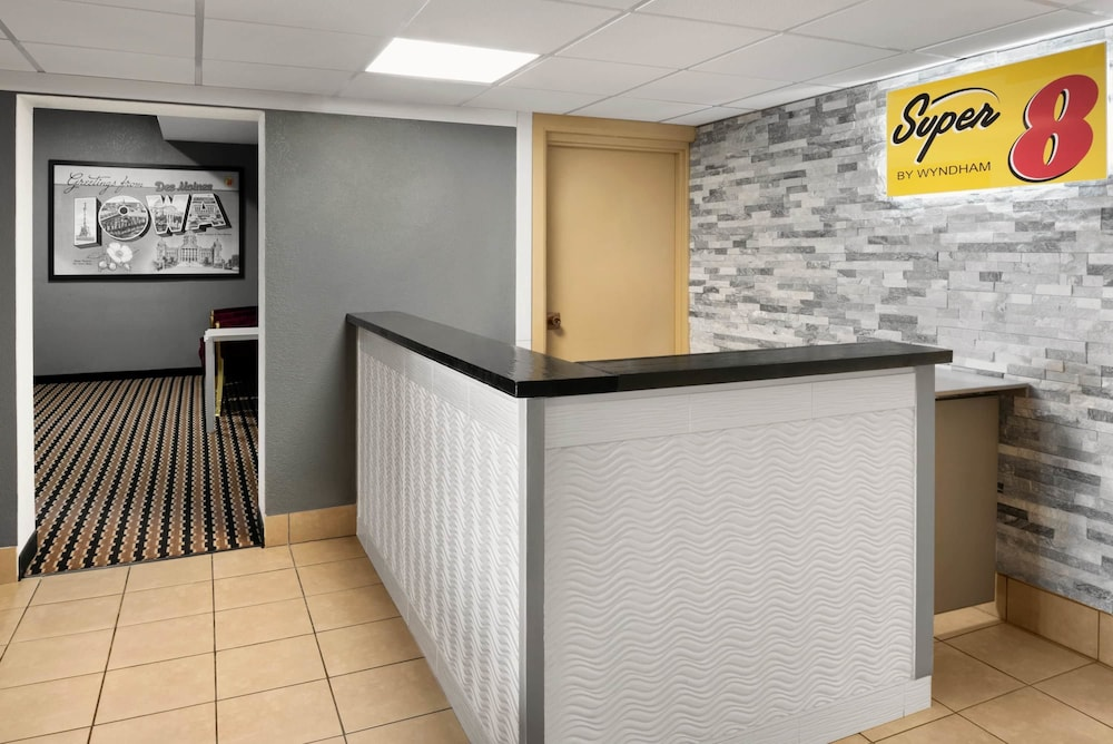 Reception, Super 8 by Wyndham Des Moines