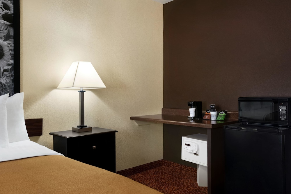 Room, Super 8 by Wyndham Des Moines