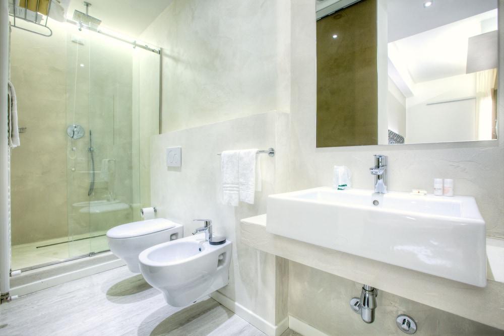Hotel boemia riccione italia - Bagno 53 riccione ...