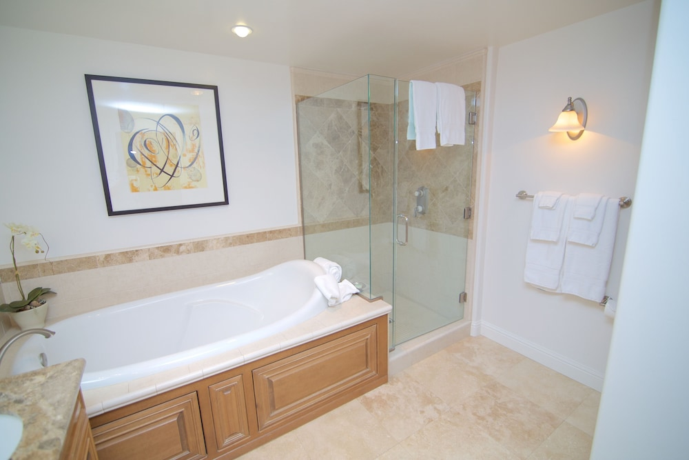 Bathroom, Dolphin Bay Resort And Spa