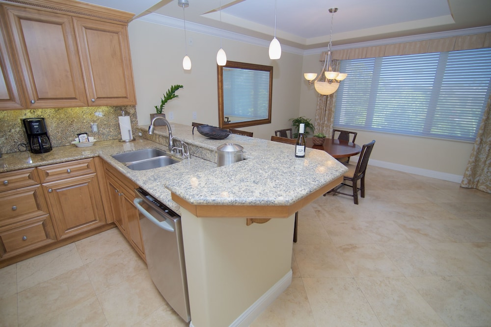 Private Kitchen, Dolphin Bay Resort And Spa