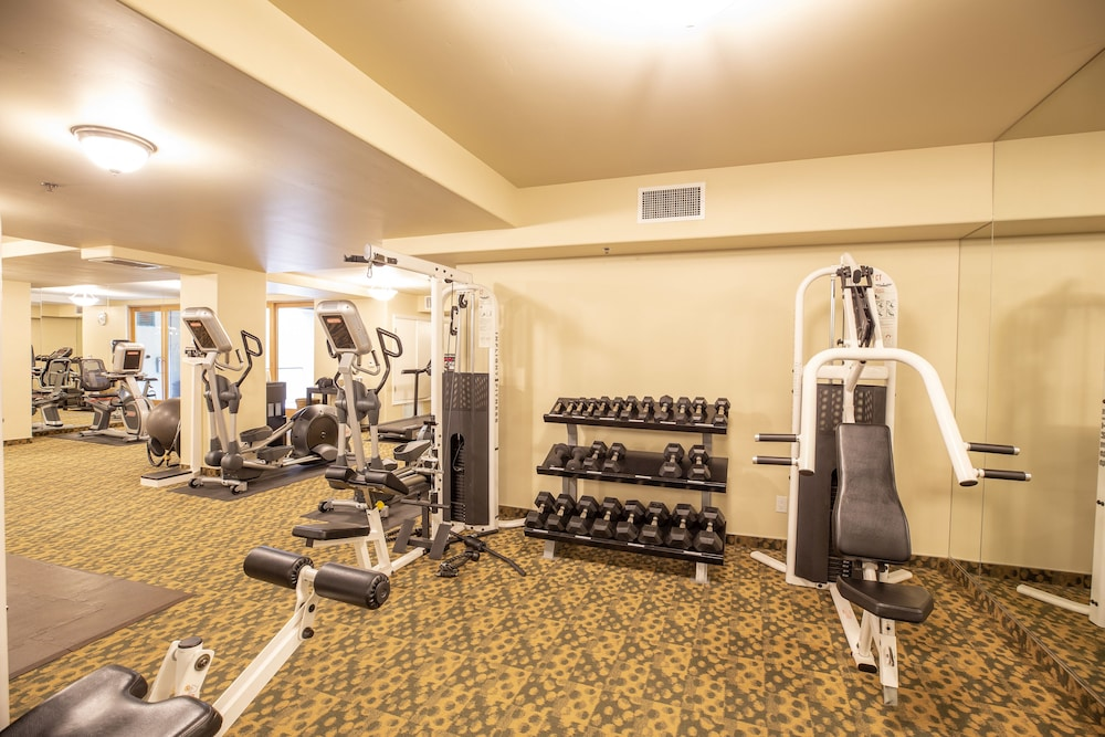 Gym, Dolphin Bay Resort And Spa