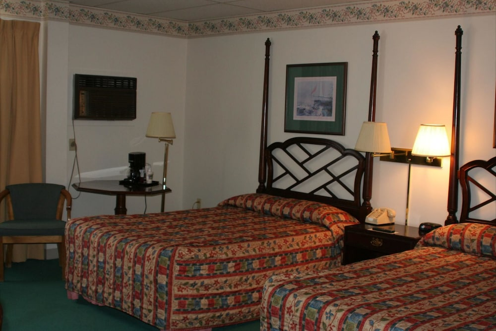 Room, Boothbay Harbor Inn