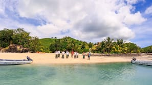 Private beach, white sand, sun-loungers, beach towels
