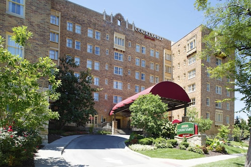 Courtyard by Marriott Kansas City Country Club Plaza