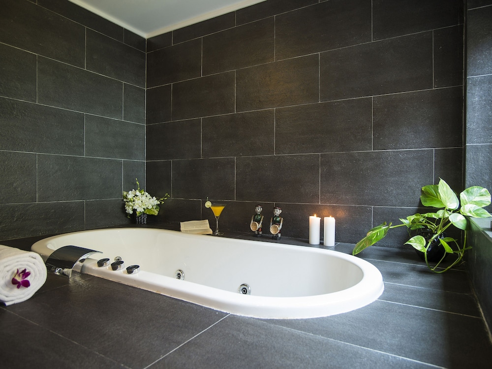 Deep Soaking Bathtub, Victoria Hoi An Beach Resort & Spa