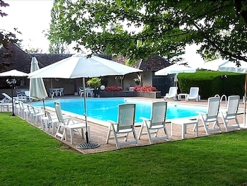 Outdoor Pool, Le Relais Fleuri