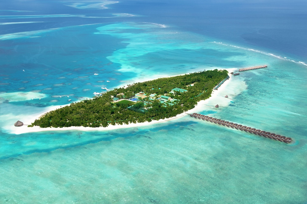 Meeru Island Resort Hotel Review Maldives: Meeru Island Resort & Spa Deals & Reviews (Meerufenfushi