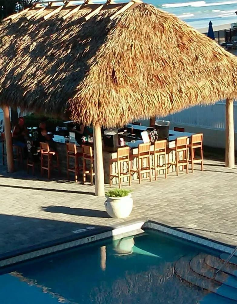 Poolside Bar, Emerald Shores Resort