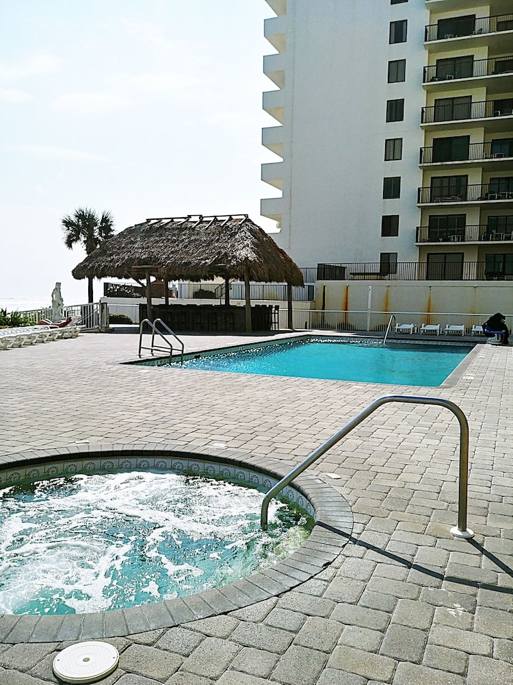 Sundeck, Emerald Shores Resort