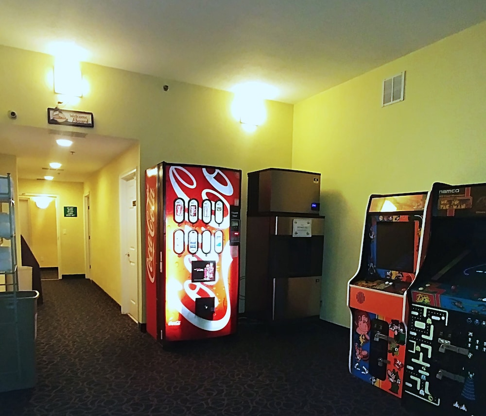 Game Room, Emerald Shores Resort