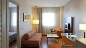 Caja fuerte, tabla de planchar con plancha, camas supletorias gratuitas