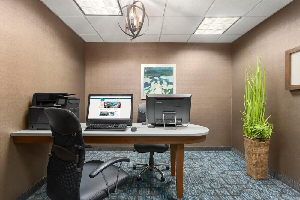 Business Center, Homewood Suites by Hilton Fargo