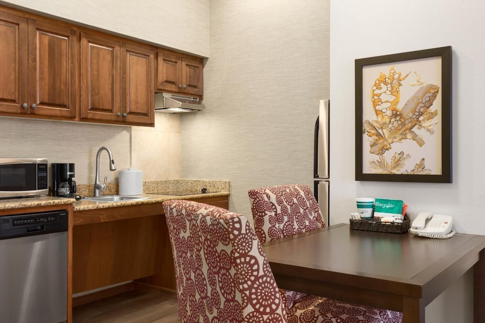 Private Kitchen, Homewood Suites by Hilton Fargo