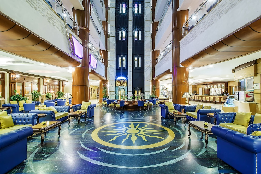 Grand excelsior hotel bur dubai deals reviews dubai for Dubai hotels special offers