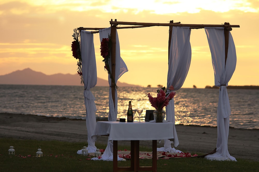 Couples Dining, Hilton Fiji Beach Resort and Spa