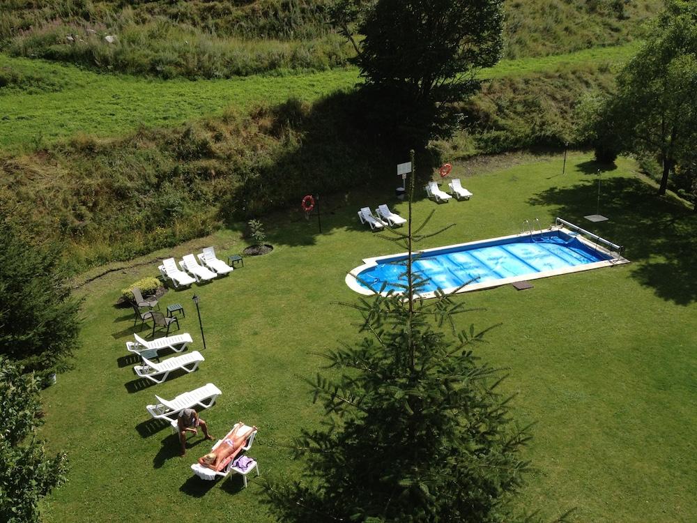 Hotel xalet verd arinsal andorre for Piscine andorre caldea