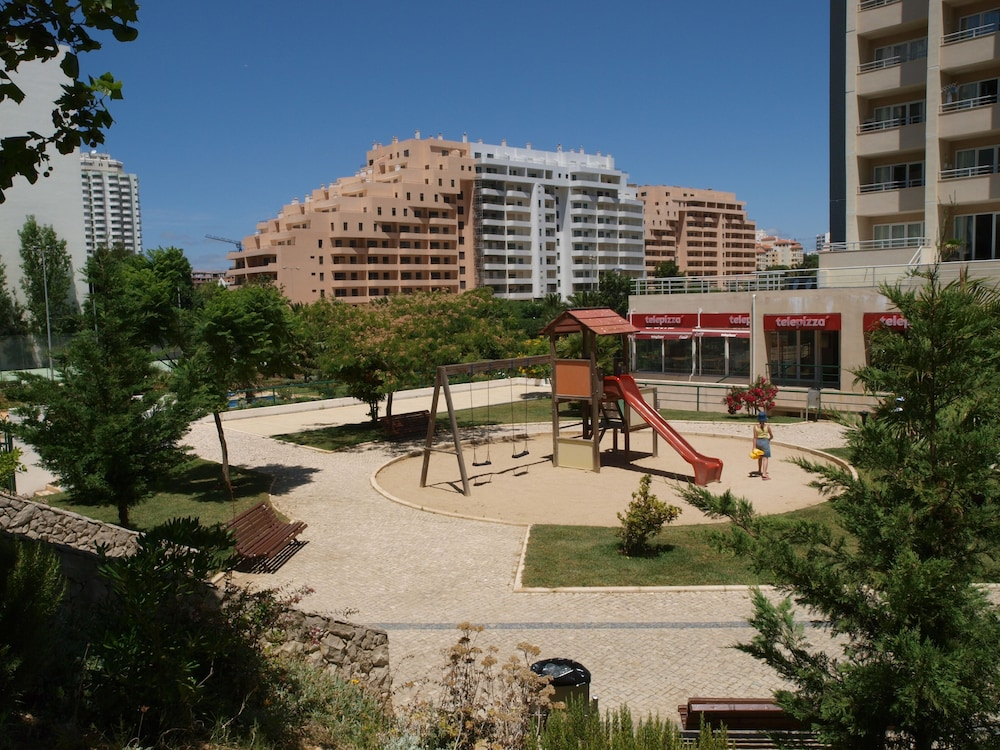 Apartamentos turisticos jardins da rocha portimao prt for Apartamentos