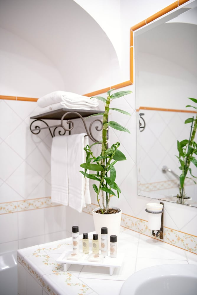 Bathroom Amenities, Grand Hotel Tritone