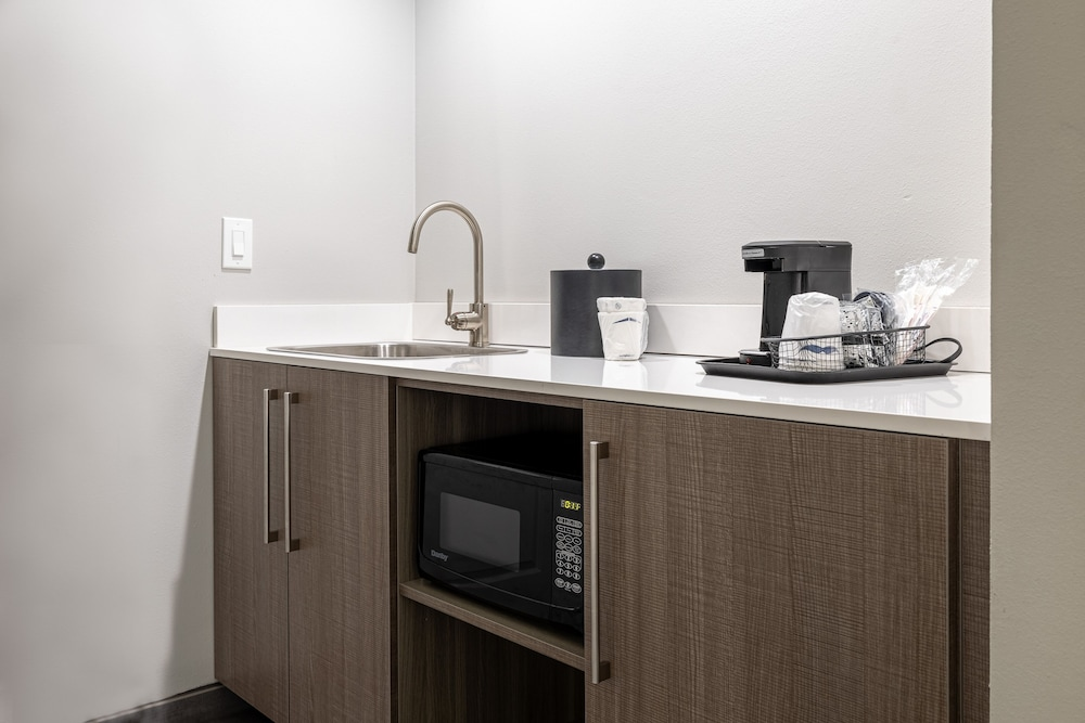 Private Kitchenette, Hampton Inn & Suites Knoxville Downtown