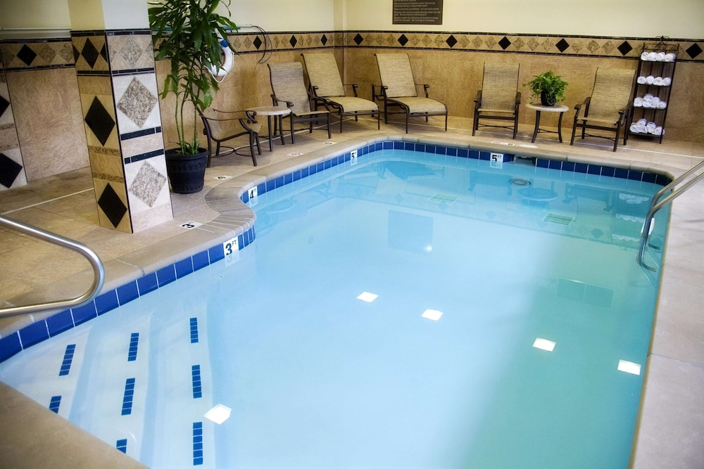 Pool, Hampton Inn & Suites Knoxville Downtown