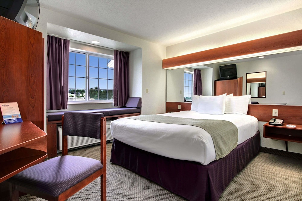 Room, Microtel Inn & Suites by Wyndham Bridgeport