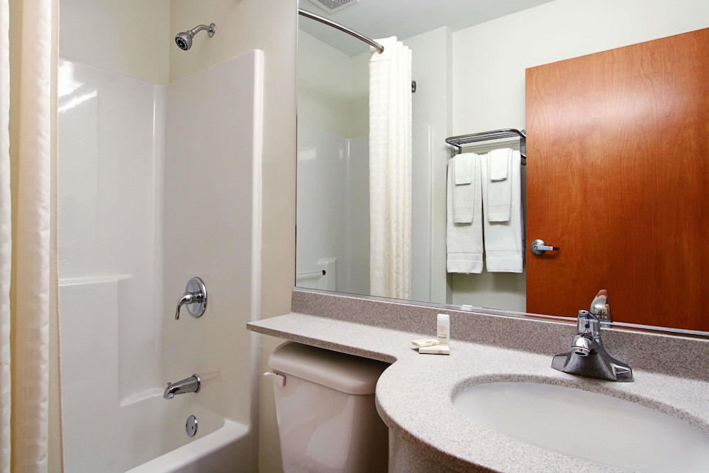 Bathroom, Microtel Inn & Suites by Wyndham Bridgeport