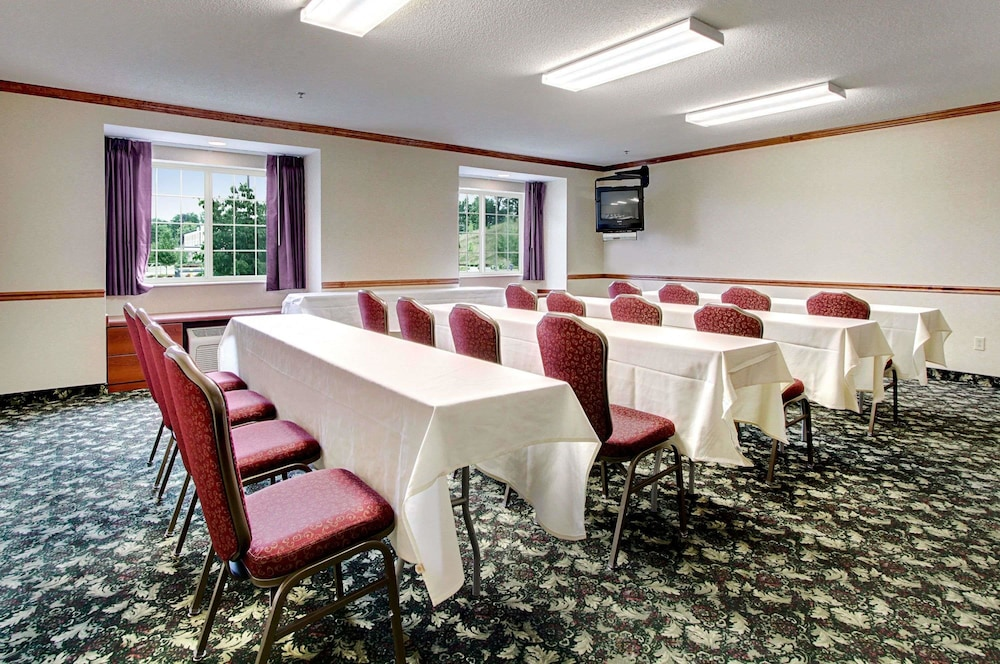 Meeting Facility, Microtel Inn & Suites by Wyndham Bridgeport