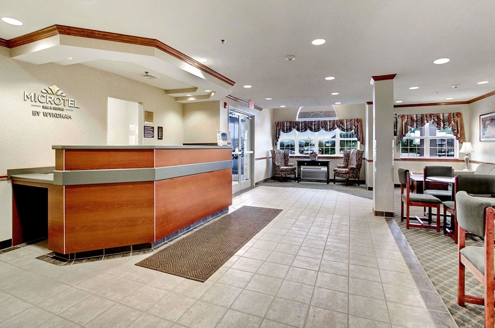 Lobby, Microtel Inn & Suites by Wyndham Bridgeport