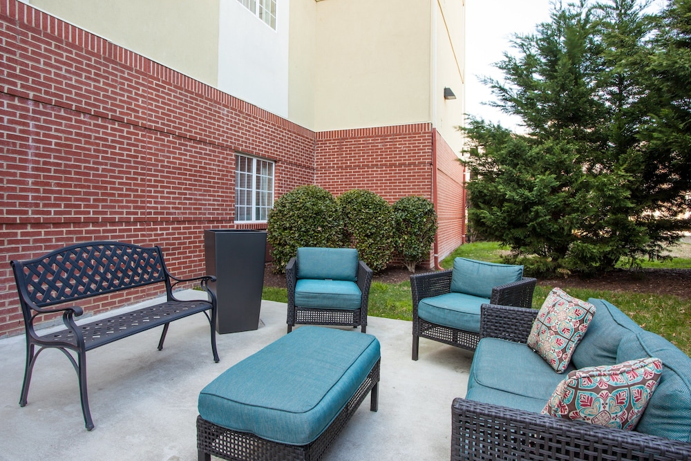 Terrace/Patio, Candlewood Suites Virginia Beach Town Center, an IHG Hotel
