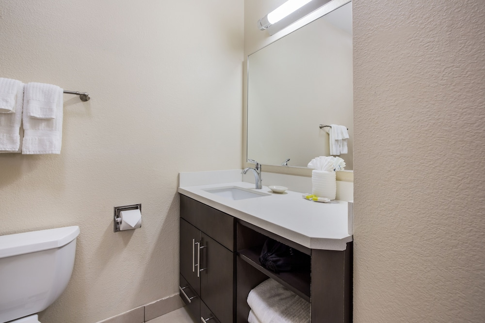 Bathroom, Candlewood Suites Virginia Beach Town Center, an IHG Hotel