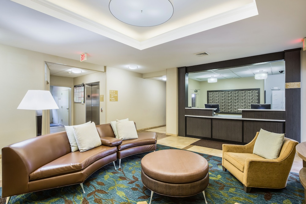 Lobby, Candlewood Suites Virginia Beach Town Center, an IHG Hotel