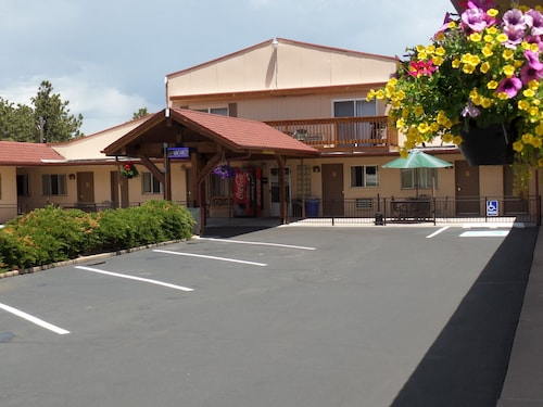 Great Place to stay Peak To Peak Lodge near Estes Park