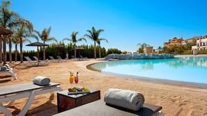 6 piscinas al aire libre (de 10:00 a 20:00), sombrillas, tumbonas