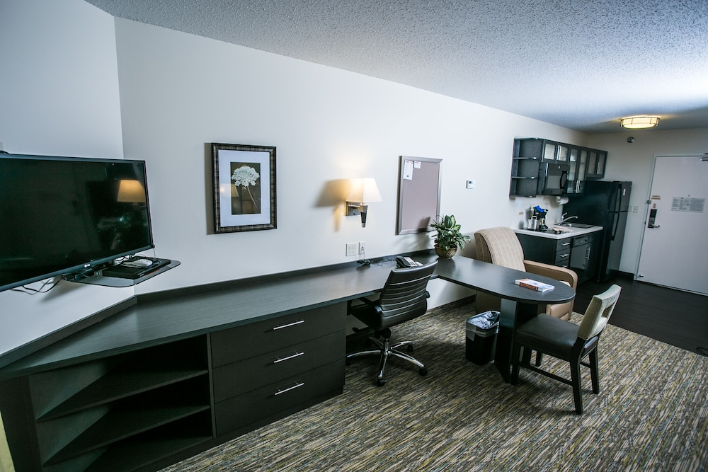 In-Room Business Center, Candlewood Suites Fargo-N. Dakota State University